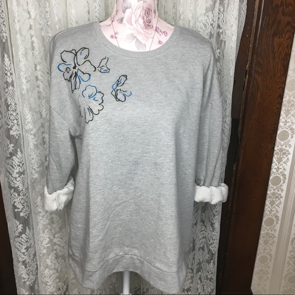 Christopher & Banks Sweaters - Christopher & Banks Gray floral sweatshirt Large